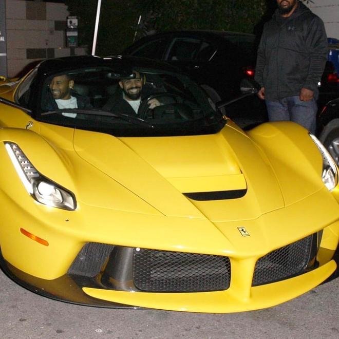 Rapper Drake thường xuyên khoe chiếc siêu xe triệu đô của mình