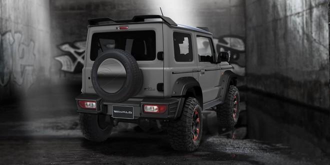 Suzuki Jimny Black Bison Edition nhìn từ phía sau