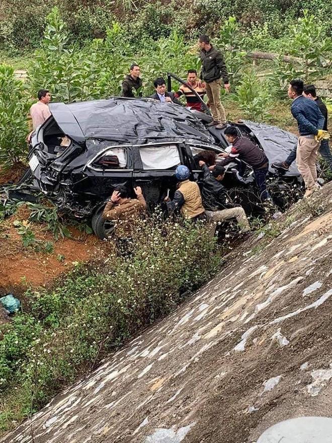 Chiếc Toyota Highlander bị biến dạng hoàn toàn sau vụ tai nạn