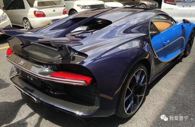 Bugatti Chiron đầu tiên tại Trung Quốc của thiếu gia 9X ở Quảng Châu mang 2 màu sơn là xanh dương nhạt và xanh dương đậm