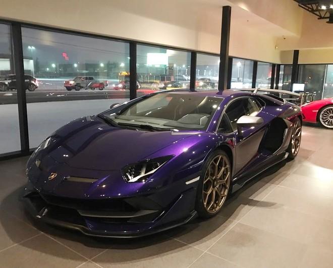 Bộ áo Viola Aletheia do bộ phận cá nhân hoá Lamborghini Ad Personam tạo ra
