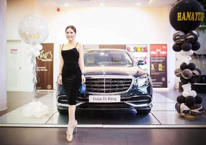 Ca sỹ Di Băng tậu chiếc xe siêu sang Mercedes-Maybach S450 4Matic hơn 7 tỷ đồng