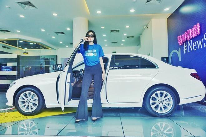 Mercedes-Benz E200 đời mới của Hoa hậu Huỳnh Tiên