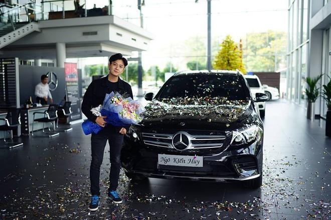 Ngô Kiến Huy mua Mercedes-Benz GLC300 AMG