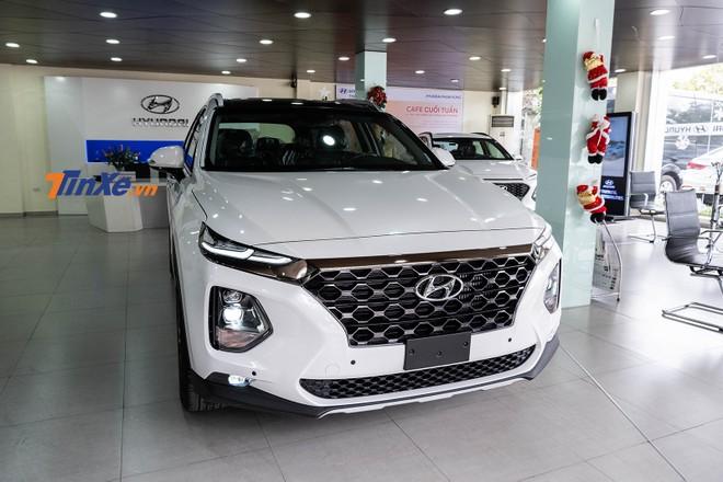 Lô Hyundai Santa Fe 2019 bản thương mại đã về tới các đại lý để sẵn sàng cho thời điểm mở bán