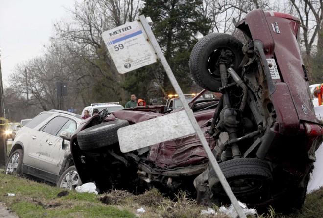 Chiếc Ford F-150 biến dạng hoàn toàn sau vụ tai nạn