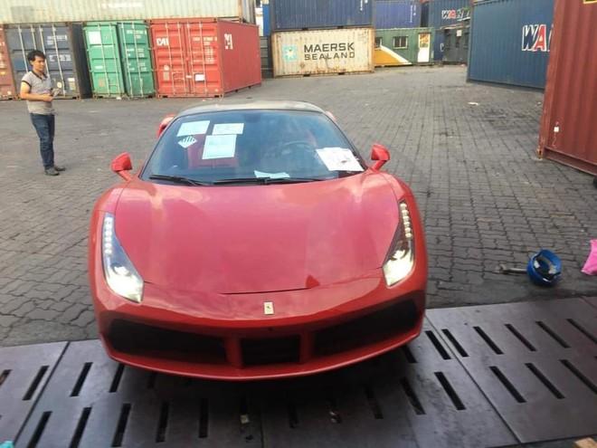 Siêu xe Ferrari 488 GTB đỏ rực xông đất Việt Nam đầu năm 2019
