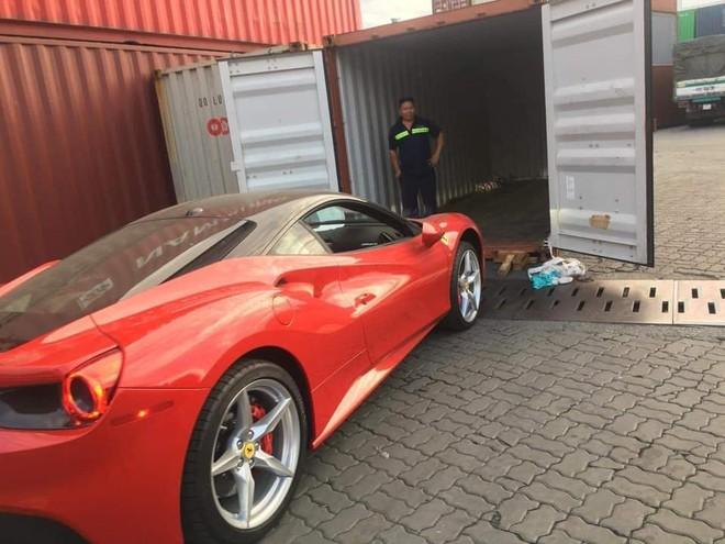 Chiếc Ferrari 488 GTB mới được đưa về nước mang màu sơn đỏ rực