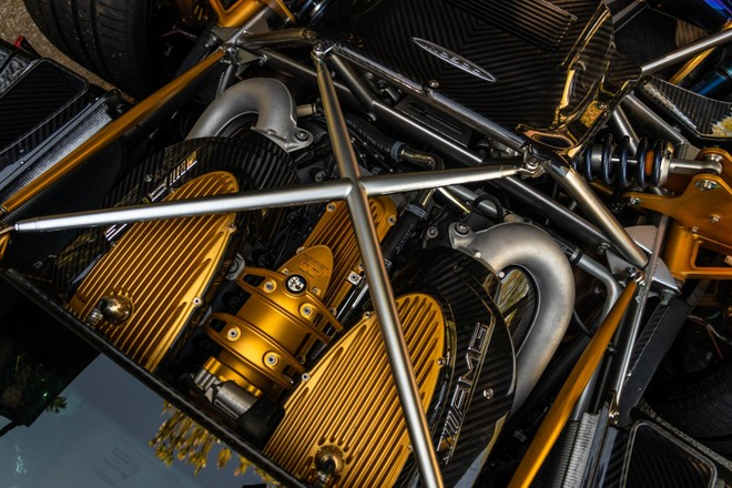 Động cơ V12, dung tích 6.0 lít, tăng áp kép của Pagani Huayra Coupe do Mercedes-AMG sản xuất
