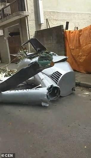 Chiếc trực thăng hư hỏng hoàn toàn sau vụ tai nạn