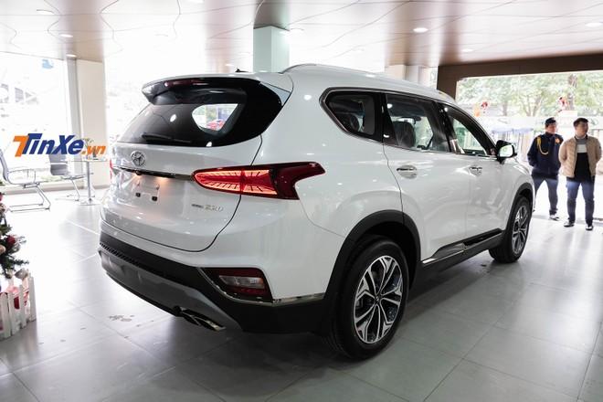 Bản thương mại của Hyundai Santa Fe 2019 về tới đại lý vẫn bị cắt trang bị