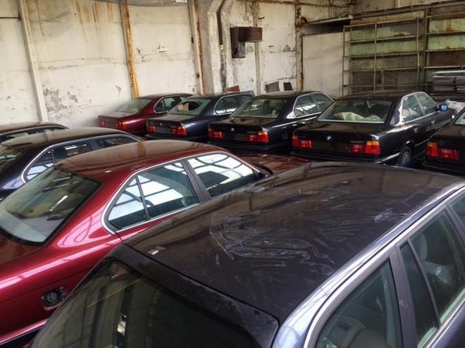 Có chiếc BMW 5-Series bị vỡ kính chắn gió sau