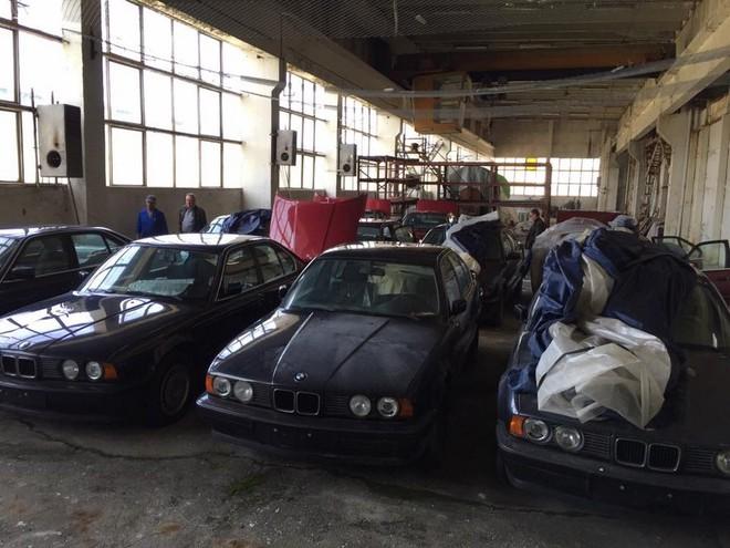 11 chiếc BMW 5-Series bị bỏ rơi suốt 25 năm
