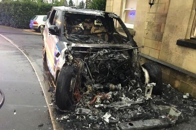 Chiếc Range Rover Sport bị hỏng nặng sau vụ cháy