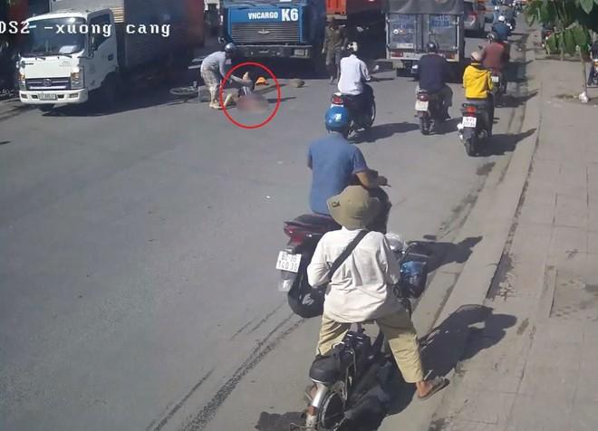 Người phụ nữ bị xe container cán nát một chân