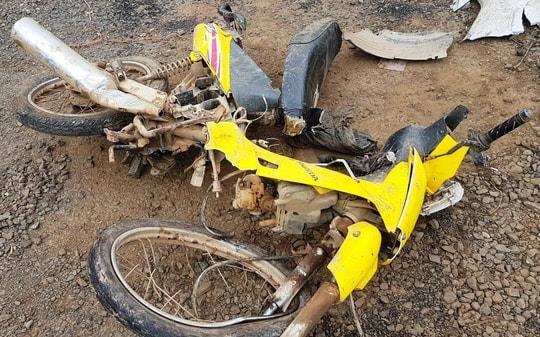 Chiếc xe máy cũng hỏng hoàn toàn sau tai nạn