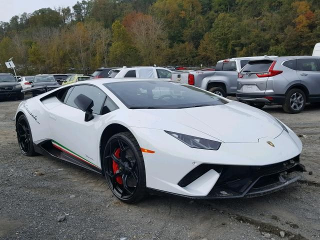 Chiếc siêu xe Lamborghini Huracan Performante sơn màu trắng Bianco Isis này đang được rao bán lại với giá dưới 100.000 đô la