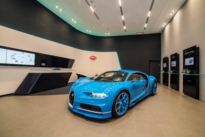 Đây là chiếc Bugatti Chiron đến Đài Loan vào năm 2016 để dự lễ khai trương đại lý Bugatti đầu tiên ở đây