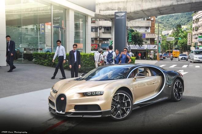 Siêu phẩm triệu đô Bugatti Chiron tại Đài Loan mang 2 màu sơn vàng đồng-đen