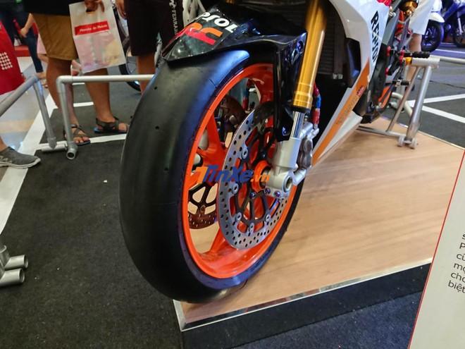 Đi kèm còn có bộ lốp Pirelli thể thao