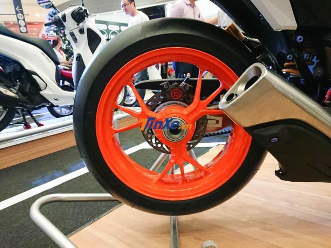Bộ mâm là của siêu mô tô Ducati 1199 Panigale được sơn màu cam nổi bật
