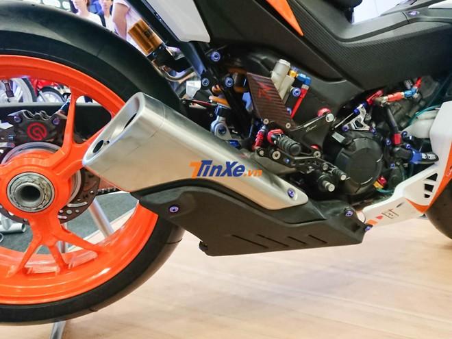 Ống xả là của siêu mô tô Honda CBR1000RR