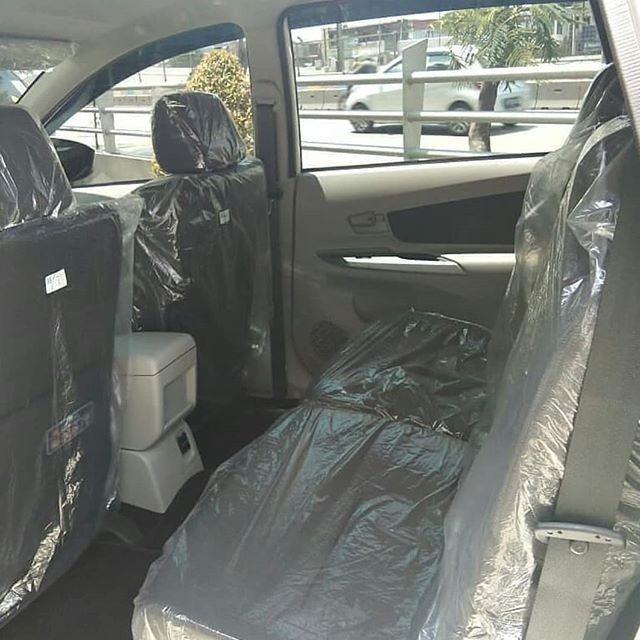 Hàng ghế trước và sau của chiếc Toyota Avanza 2019 đều được bọc ni-lông