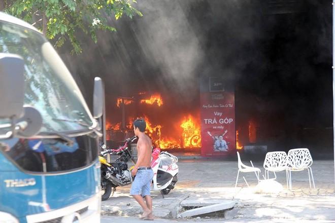 Vụ cháy kinh hoàng tại một cửa hàng xe máy ở Mỹ Tho