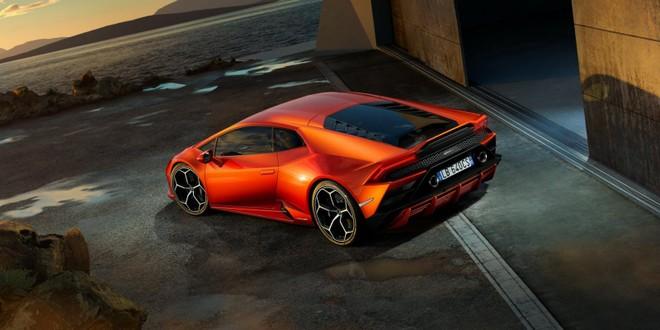 Lamborghini Huracan EVO 2020 được trang bị động cơ mạnh hơn phiên bản cũ