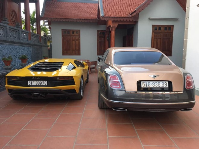 Trước đó doanh nhân này đã tậu Bentley Mulsanne EWB 2018 và siêu xe Lamborghini Aventador S LP740-4 đều được mua chính hãng