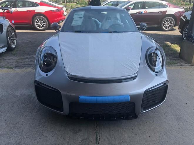 Siêu xe Porsche 911 GT2 RS giá hơn 20 tỷ đồng đầu tiên cập bến Việt Nam