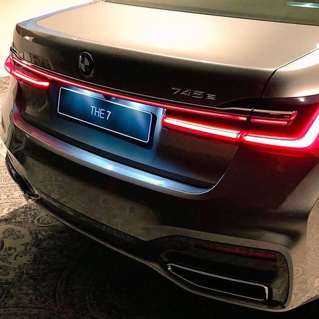 Cụm đèn hậu thiết kế 3 chiều nâng cấp của BMW 7-Series 2020
