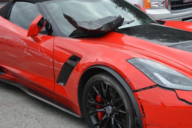 Chiếc Chevrolet Corvette Z06 bị hỏng đáng kể