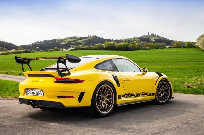 Vẻ đẹp của siêu xe Porsche 911 GT3 RS đời 2019 với bộ áo Racing Yellow