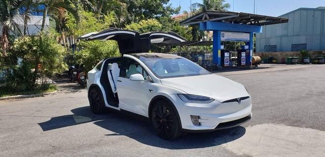 SUV điện Tesla Model X P100D màu trắng đầu tiên về Việt Nam vào tháng 8/2018