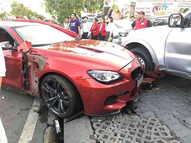 Cả 2 chiếc xe bị hư hỏng khá nặng