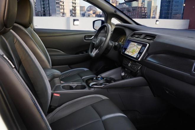 Khoang lái Nissan Leaf E+