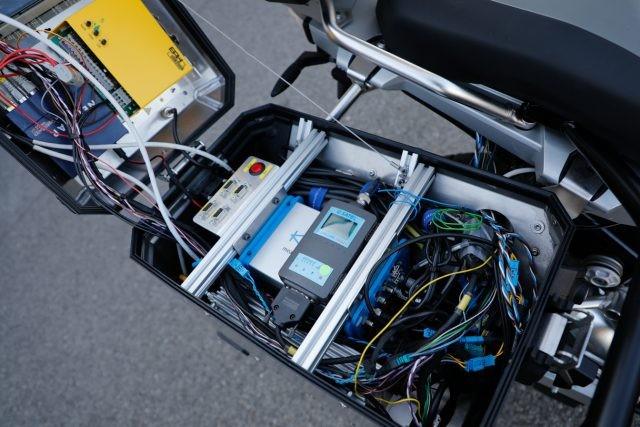 Hệ thống lái tự động được bố trí ở thùng chứa đồ của xe