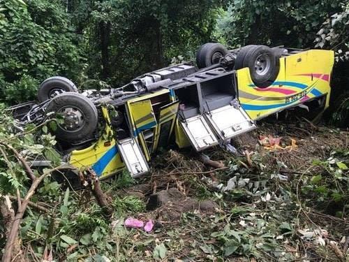 Chiếc xe khách rơi xuống vực khu vực đèo Hải Vân chở theo 22 hành khách, trong đó có 21 sinh viên