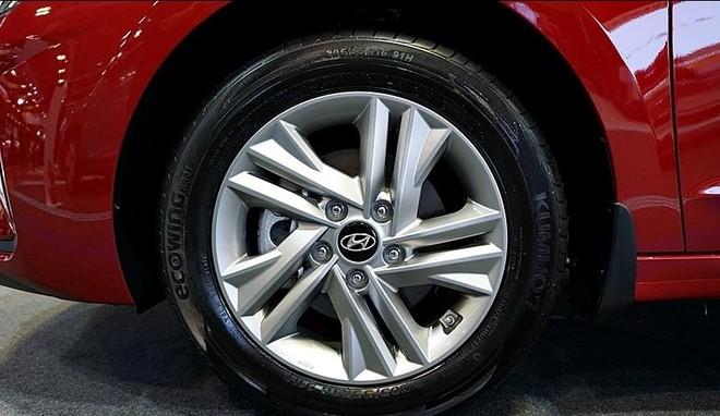 Cận cảnh bộ vành hợp kim của Hyundai Elantra 2019