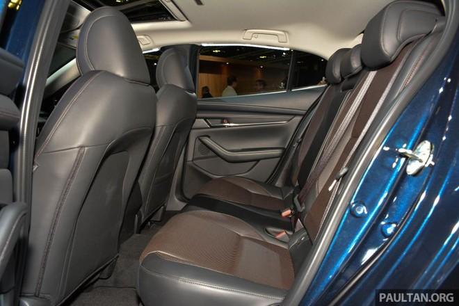 Hàng ghế sau của Mazda3 2019
