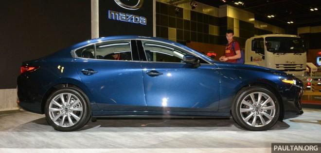 Trên sườn Mazda3 2019 có những đường gân ấn tượng hơn