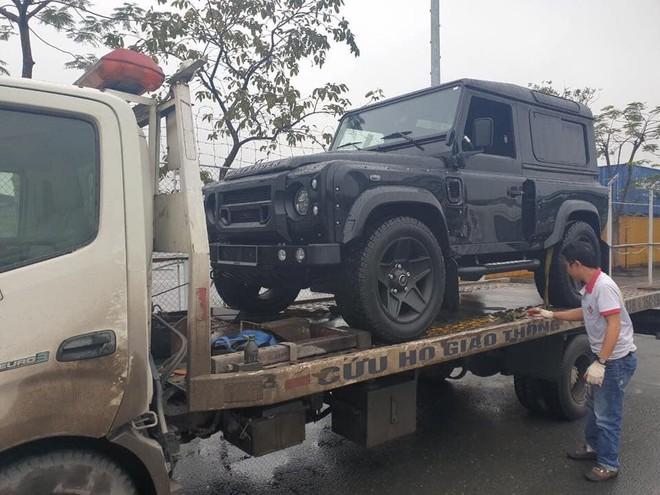 So với những chiếc Land Rover Defender về nước trước đó đều thuộc phiên bản 5 cửa, chiếc xe mới được đưa về nước chỉ có 3 cửa