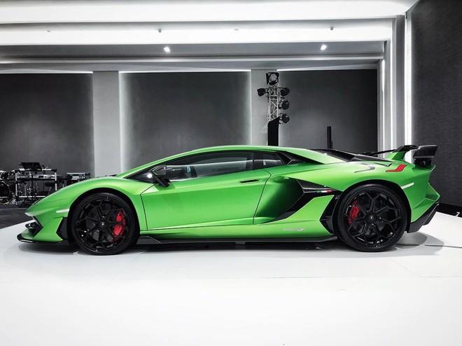 Siêu phẩm hàng hiếm Lamborghini Aventador SVJ ra mắt thị trường Thái Lan sơn bộ áo xanh mờ Matte Green