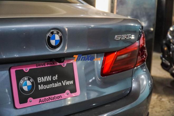 Khi được nhập về Việt Nam, giá bán chiếc BMW 530e 2019 này tăng lên 4,5 tỷ đồng