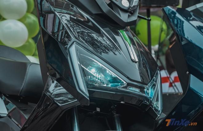 Chiếc xe máy điện này được thiết kế khá đẹp, sử dụng đèn full LED