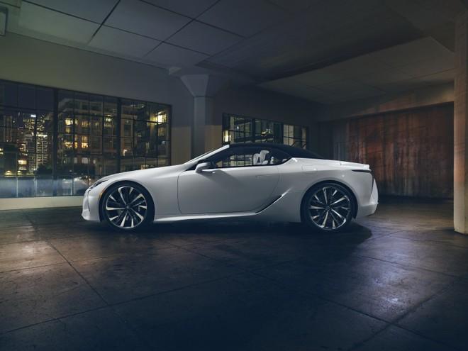 Lexus LC Convertible dùng mui nỉ để giảm trọng lượng