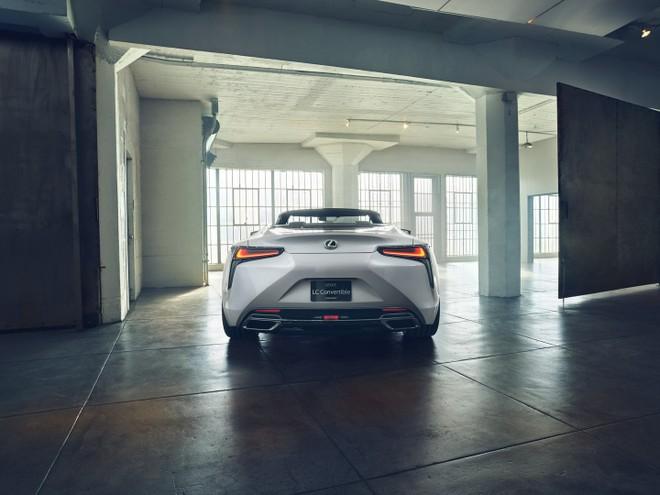 Lexus LC Convertible có thể có cả phiên bản hybrid
