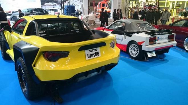 Chiếc Lamborghini Urus bán tải nhìn từ phía sau