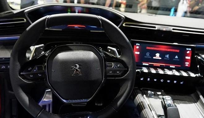 Vô lăng đáy phẳng thể thao của Peugeot 508 2019